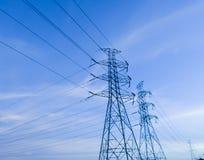 Линия столба электричества в фабрику силы Стоковые Изображения RF