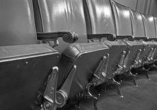 линия стулов кожаная Стоковые Фотографии RF