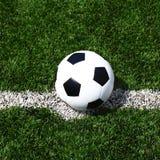 Линия текстура травы стадиона футбольного поля футбола предпосылки шарика Стоковая Фотография