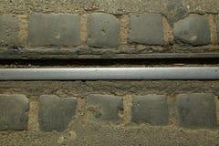 Линия трамвая и мостовая плитки булыжника стоковая фотография