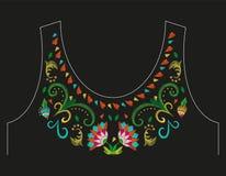 Линия цветочный узор шеи вышивки красочная с экзотическими цветками Стоковое Изображение RF