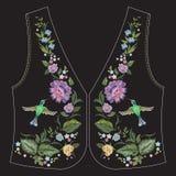 Линия цветочный узор шеи вышивки этническая с колибри и Стоковые Фото