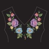 Линия цветочный узор шеи красочной моды вышивки этническая Стоковые Фотографии RF