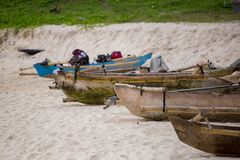 Линия шлюпок поставленных на якорь на пляже Mandorak Стоковые Фото