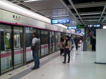 Линия 2 платформа метро Ухань Стоковое Фото