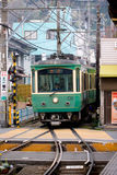 Линия Enoshima электрическая железнодорожная Enoden стоковые фото