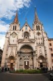 Лион, Рона-Alpes, Франция - 19-ое мая: Фронтон церковь Святого-Nizier, XIV столетие Список ЮНЕСКО стоковые изображения rf