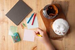 Липкие бумага и карандаш цвета Стоковое Изображение RF