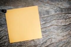 Липкий оранжевого бумажного примечания Стоковая Фотография RF