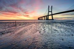 Лиссабон на восходе солнца, ландшафте света красного цвета Стоковое Изображение RF