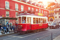 ЛИССАБОН, ПОРТУГАЛИЯ - 15-ОЕ МАРТА 2017: Трамвай Eletrico в Лиссабоне, Po Стоковые Фото