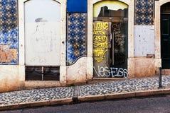 Лиссабон, Португалия - 18-ое января 2016 - типичный романтичный st Лиссабона Стоковая Фотография RF