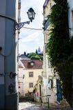 Лиссабон, Португалия: Переулок Санты Marinha, Alfama стоковые фотографии rf