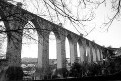 Лиссабон, Португалия: старое aquaduct Livres guas  à (несвязанных вод) Стоковые Фотографии RF