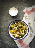 Листовая капуста, апельсин и салат нутов Стоковое Изображение RF
