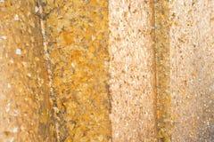 Листовое золото на предпосылке стены стоковое изображение rf