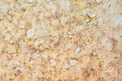 Листовое золото на предпосылке стены стоковая фотография rf