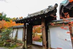 Листопад на виске Enkoji, Киото, Японии Стоковые Фото