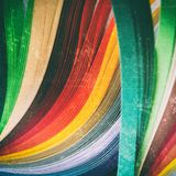 листы покрашенной бумаги стоковые фото