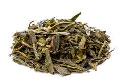 Листья зеленого японского чая bancha изолированного на белой предпосылке Стоковые Изображения RF