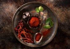 Листья перца и залива chili специй накаленные докрасна Стоковые Фото