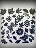 Листья, цветки и бабочки. Бумажное вырезывание Стоковое Изображение RF