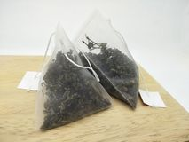 Листья чая в пакетике чая стоковое изображение rf