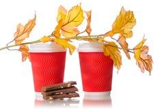 2 листь желтого цвета шоколада кофейных чашек картона Стоковое Фото