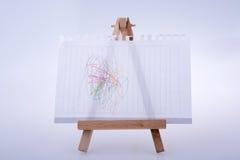 Лист белой бумаги положил дальше треногу для красить Стоковые Фотографии RF