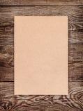 Лист коричневого картона на старой доске вектор изображения иллюстрации элемента конструкции Стоковая Фотография RF
