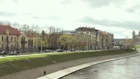 Литва vilnius День городского пейзажа весной Красивый вид современных небоскребов офисных зданий в финансовом районе видеоматериал