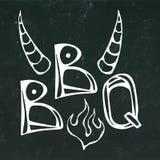 Литерность концепции стейка BBQ с огнем и рожками Bull Логотип мяса На черной предпосылке доски реалистическо бесплатная иллюстрация