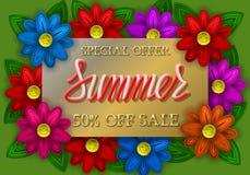 Литерность специального предложения продажи лета золотая и красная градиента на золотой плите с красочными цветками Стоковая Фотография RF