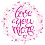 Литерность с положительной нарисованной рукой влюбленностью ` цитаты влюбленности вы больше ` украсили рамку при сердца сделанные Стоковое Изображение RF