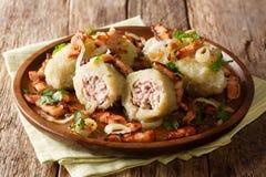 Литовская еда: Cepelinai закипело вареники картошки с семенить m стоковое фото rf
