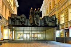 Литовский национальный театр драмы расположенный на бульваре Gediminas Стоковые Фотографии RF