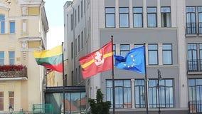 Литовский национальный флаг, флаг Вильнюса и EC сигнализируют акции видеоматериалы