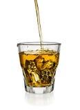Лить виски в стекле Стоковое фото RF