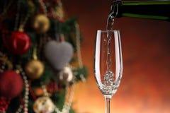 Лить игристое вино Стоковое фото RF