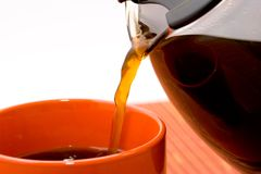 лить кофе Стоковая Фотография