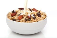 лить молока granola шара стоковое фото rf