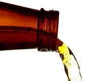 лить пива стоковые изображения rf