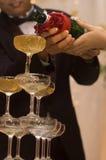 лить шампанского Стоковые Изображения