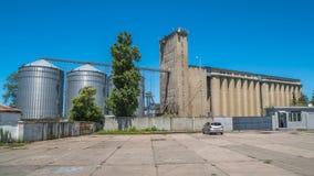 Лифты зерна мельницы и железнодорожные пути - Poti, Georgia стоковые изображения