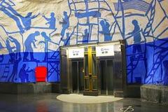 Лифты на станции T-Centralen на голубой линии стоковая фотография