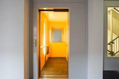 Лифт в общей комнате стоковые изображения rf