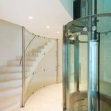 Лифт в современном здании стоковое фото rf