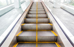 Лифт с желтой линией стоковое фото rf