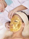 лицевая маска золота девушки Стоковое Фото