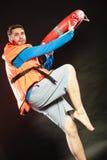Личная охрана в спасательном жилете с томбуем кольца lifebuoy Стоковое Изображение